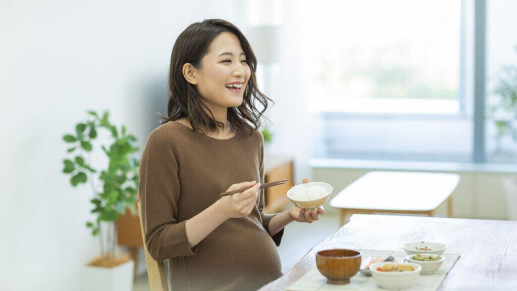 8 Makanan Pantangan Bagi Ibu Hamil – Penyebab Keguguran